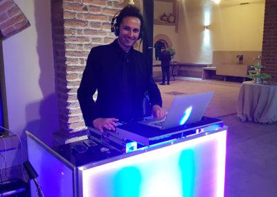 Play Music Swiss – Male DJ 4 EN