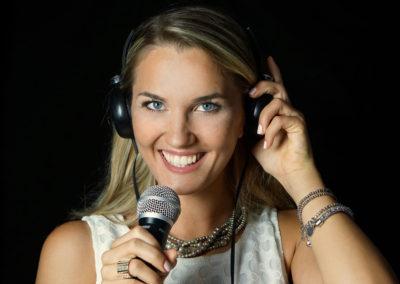 Play Music Swiss – Female DJ 5 EN