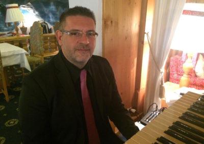 Play Music Swiss – Pianist 3 EN