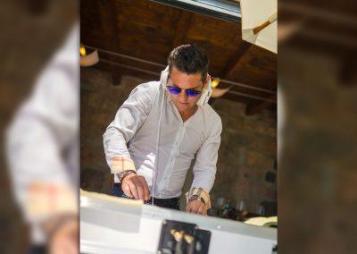 Play Music Swiss – Male DJ 3 EN