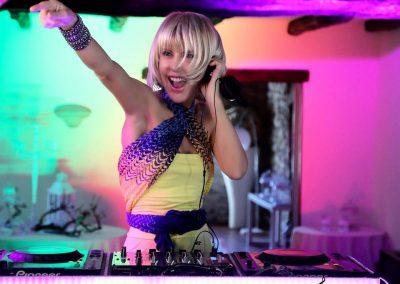 Play Music Swiss – Female DJ 4 EN