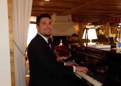 Play Music Swiss – Pianist 5 EN