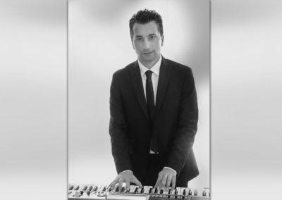 Play Music Swiss – Pianista Cantante 11 EN