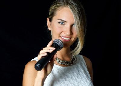 Play Music Swiss – Female Singer 4 EN