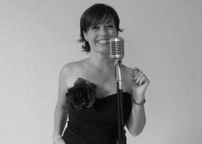 Play Music Swiss – Female Singer 12