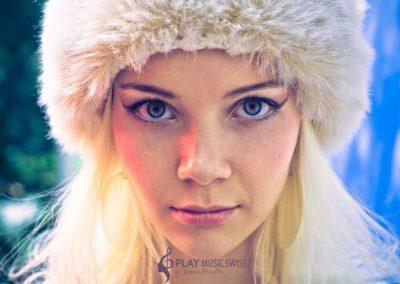 Play Music Swiss – Female Singer 11 EN