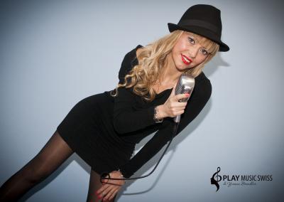 Play Music Swiss – Female Singer 6 EN