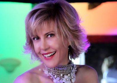 Play Music Swiss – Female Singer 7 EN