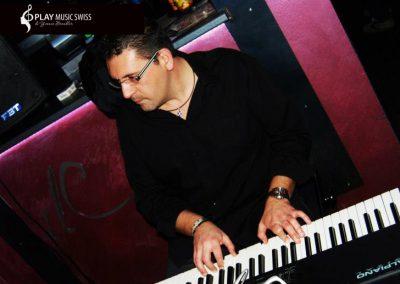 Play Music Swiss – Pianista Cantante 7 EN