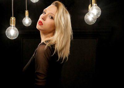 Play Music Swiss – Russian Female Singer EN