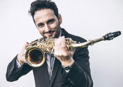 Play Music Swiss – Sax Player 6 EN