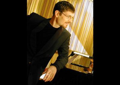 Play Music Swiss – Pianist 8 EN