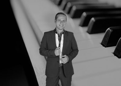 Play Music Swiss – Pianista Cantante 13 EN