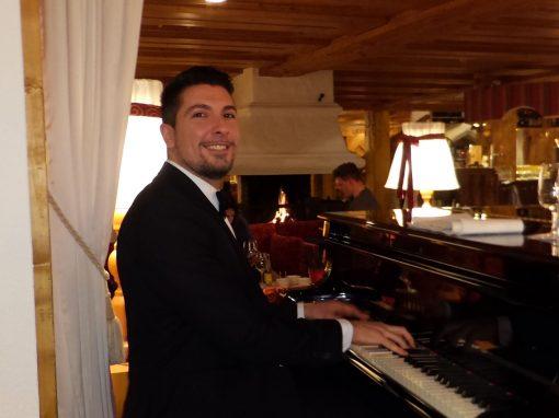 Play Music Swiss – Pianist 5