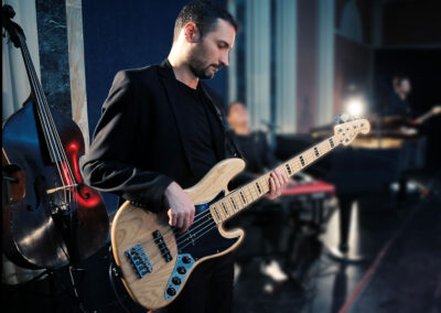 Play Music Swiss – Bass/Guitar Lounge Chillout EN